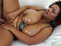 This appetizing and plump black woman knows how to treat a bone!